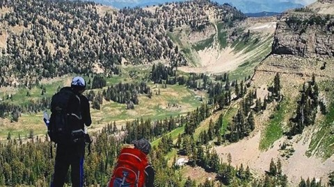 Adventurer @aaronrcouch out and about in the Snake River range rocking one of our Majestic trucker hats and enjoying the view. #avalon7 #liveactivated #hiking