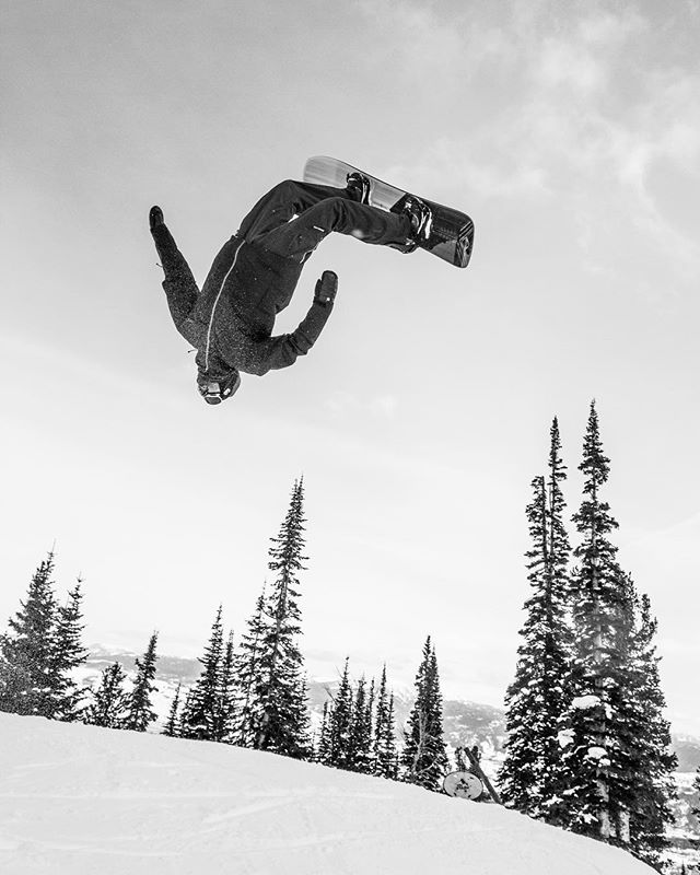 It's Tuesday. Time to send it!  #shapersummit @jacksonhole #ratedradical #momentsofstoke #snowboarding Photo: @shred_collection_media
