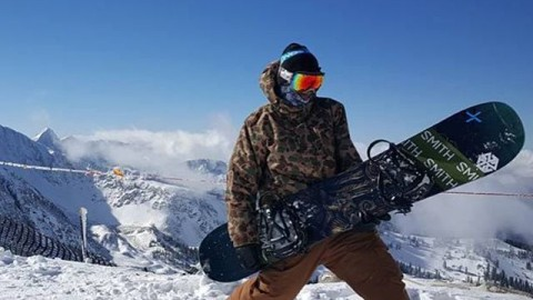 #Av7Renegade @rhudsonsb rockin out after an epic opening day. How's your shred life going? #avalon7 #liveactivated #snowboarding www.avalon7.co