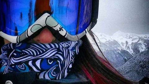#A7artist @gnugurl getting amongst it in the mountains of the Pacific Northwest rocking her new Tangled Faceshield design to stay warm and stoked. Give her a follow for amazing art! #avalon7 #liveactivated #snowboarding www.avalon7.co