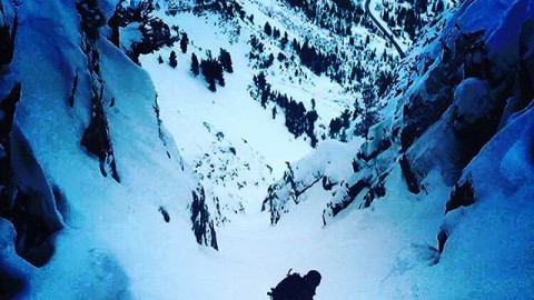 #A7renegade @rhudsonsb keeps his eyes on the prize in the Utah backcountry. Photo: @juliancarr #avalon7  #liveactivated #snowboarding #rockdiscrete www.avalon7.co