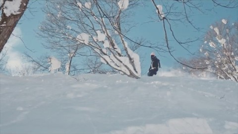 There are moments of stillness in every turn, and is it there that true happiness resides. #A7Renegade @nobuyoshi1984 finds some magic in the trees in Japan. #avalon7 #liveactivated #snowboarding #followthestoke www.avalon7.co
