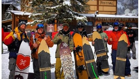 The powsurf revolution has begun!  Solid crew about to test #grassrootspowdersurfing and Grell boards at the @jhpowwow in @jacksonhole. @powsurf #nobindingsnoproblem #avalon7 #neverstopprogressing #snowboarding #powsurf www.jhpowwow.com