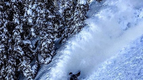 Adventurer @codemagenta_ makes a high speed slash in the Tetons. #A7CO #followthestoke #liveactivated #snowboarding www.avalon7.co