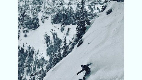 Adventurer @devinthemountains is still chasing pow in Colorado. Tag a friend who you want to go ride some fresh lines with! #avalon7 #followthestoke #snowboarding www.avalon7.co