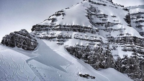 There be dragons in these hills… skier triggered avalanche on Powder8s two days ago.  Powder lust can make you blind, take a moment to assess before you charge. #sketchy #noonegothurt #AVALON7 #snowboarding #inspiredstate