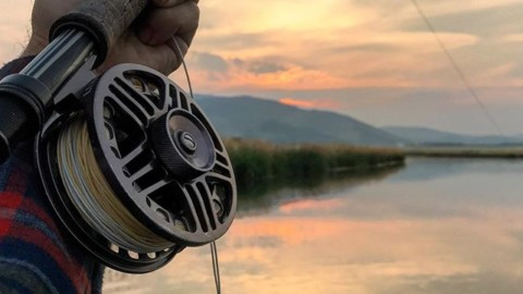 Cheers to finding those quiet moments that seem to last forever in our memories. @avalon7 #LiveActivated #flyfishing #momentsofstoke www.a-7.co