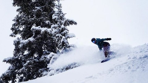 Adventurer Kelly Anderson finds some #momentsofstoke at @grandtargheeresort. #AVALON7 #staystoked #snowboarding #powtown