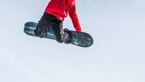 Sending it into the weekend… photo @shred_collection_media  #shapersummit #staystoked #snowboarding