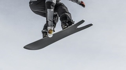 We test all aspects of a board's performance at the @jacksonhole @shapersummit. Is this board Stalefish-able? Check! Results up now!  Photo: @shred_collection_media #seekthestoke #snowboarding