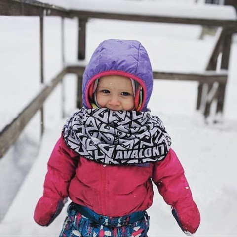 Someone is staying warm this spring. Repost from @mainewaves #AVALON7 #seekthestoke #kidsrule #staystokedoutdoors